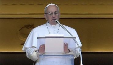 584003_le-pape-francois-prononce-l-angelus-le-14-avril-2013-place-saint-pierre-au-vatican