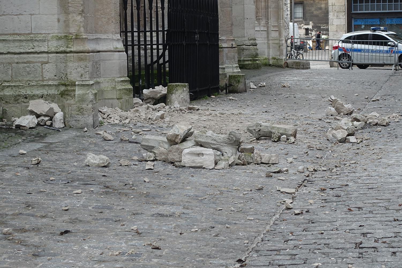 Rouen, l\'église saint Maclou ravagée par la tempête - Riposte-catholique